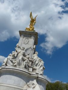monument in front of Buckingham Palace, Queen Victoria, London, England