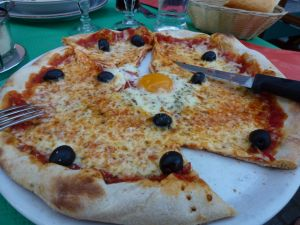 Via Pizza, Amiens, pizza with egg, France