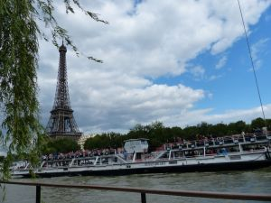 péniche, Soleil, River Seine, 7th arrondissement, houseboat, boat, Paris, France, quay, river, Eiffel Tower, Batteaux Mouches, tourist boats