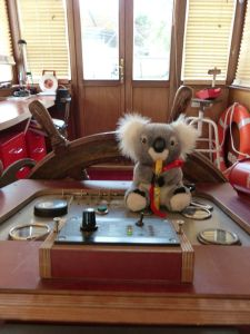 péniche, Soleil, River Seine, 7th arrondissement, houseboat, boat, Paris, France, quay, river, Eiffel Tower, captain, Tutu, koala